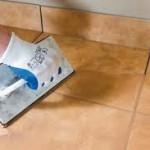 Nakładanie fugi na podłogę