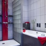 Ścianki przy kabinie albo wannie
